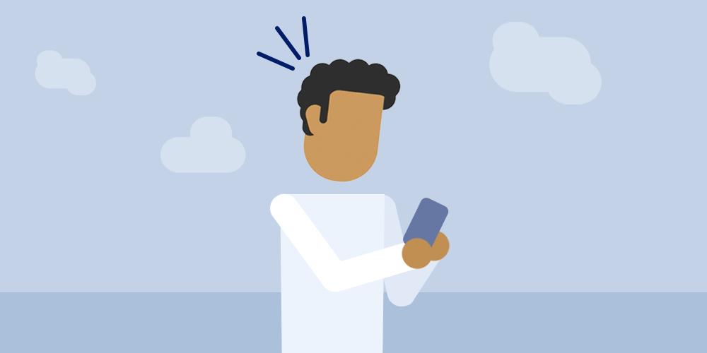 Een man met een telefoon in zijn hand.